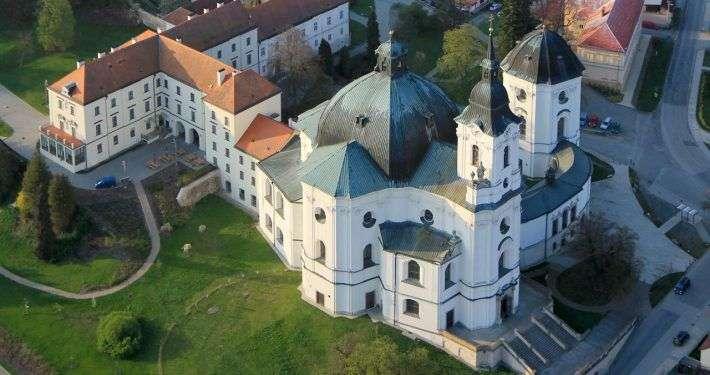 Kostel Jména Panny Marie (Křtiny). By Zdeněk Fiedler (Own work) CC BY-SA 4.0